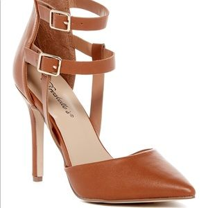 {Breckelle's} ✨NEW✨ Isabel ankle strap pump size 7